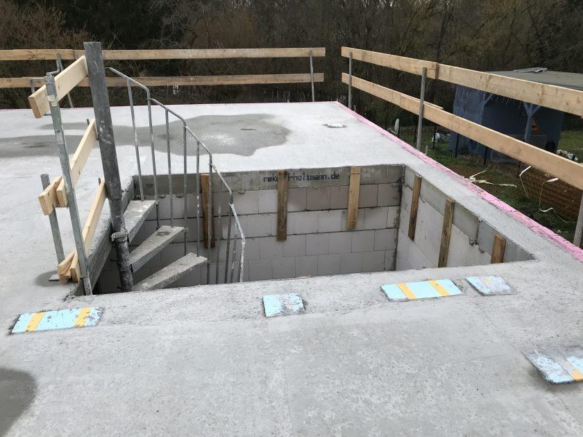 Aussicht auf der Erdgeschoss-Decke, mit Bautreppe