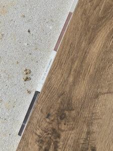 Holzfliesen mit verschiedenen Fugenmustern, mittelbraun ist umgedreht